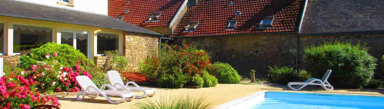 Grand gîte de groupe en Bretagne avec piscine chauffée