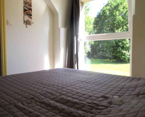 Location gîte de groupe en Bretagne chambre avec vue sur jardin