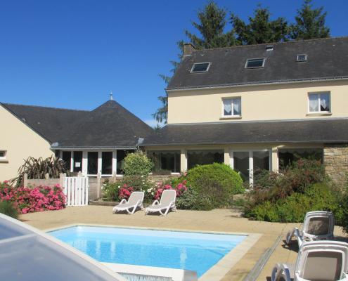 Location grand gîte de groupe en Bretagne avec piscine chauffée