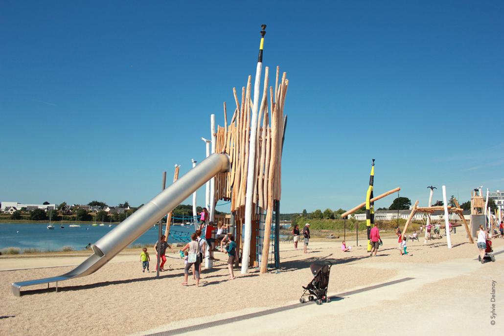 Vacances en famille aire de jeux base de Lorient